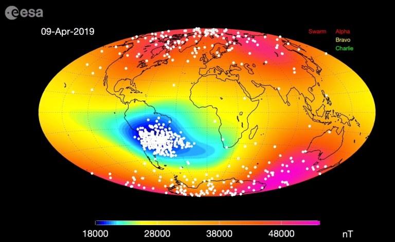 Campo magnético da Terra está ficando mais fraco e pode danificar satélites