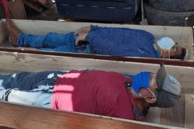 Esse prefeito peruano se fingiu de morto para furar a quarentena e beber com amigos