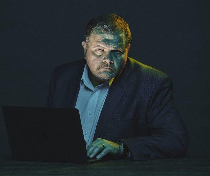 Conheça a história do homem que ganhava US$ 40 mil por dia fraudando cartões de crédito