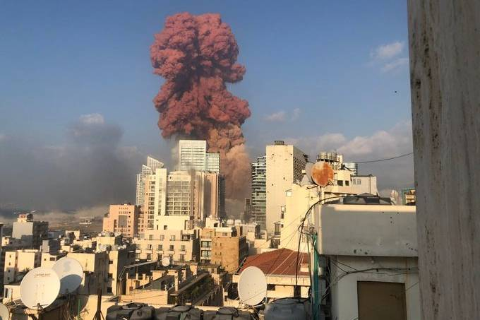Explosão em área portuária de Beirute tem um alto número de feridos