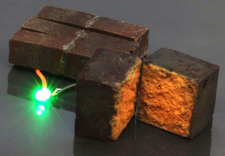 Como funciona o tijolo que pode armazenar eletricidade?