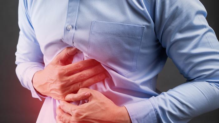 Homem fica sete meses com celular no estômago