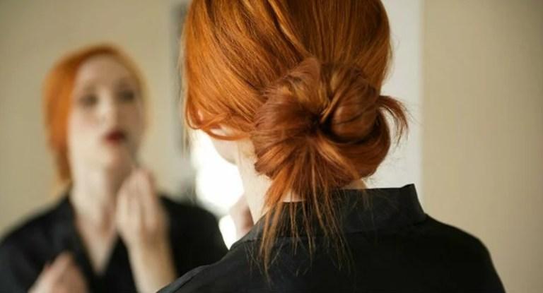 Entenda porque você deve parar de usar penteados coques imediatamente