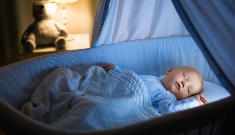 Segundo estudos, a maioria dos bebês dorme em posição incorreta e isso pode causar a morte