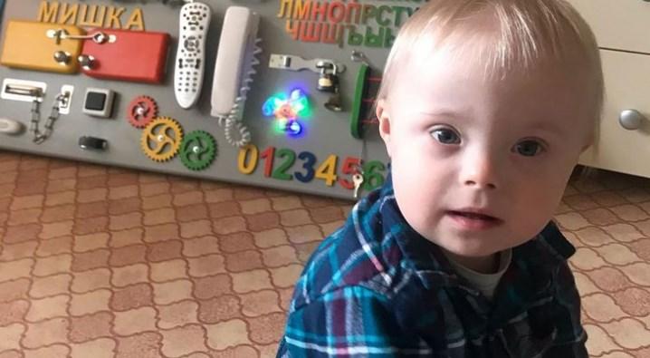 A emocionante história do russo que cria sozinho seu filho com síndrome de Down