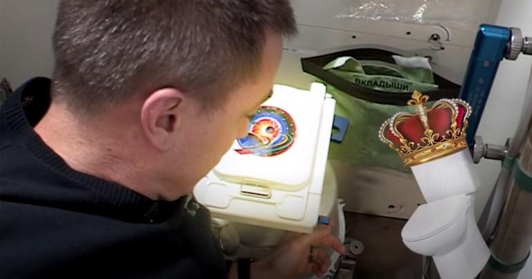 Astronauta mostra como fazer cocô no espaço