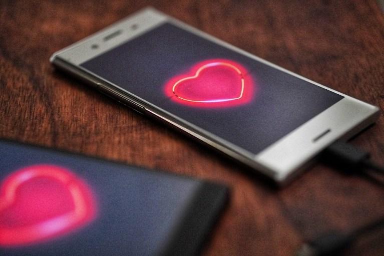 10 famosos que usaram aplicativos de namoros