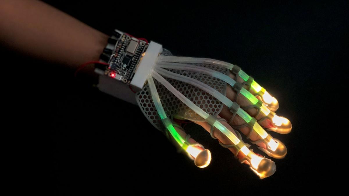 Essa luva pode fazer com que você toque objetos em realidade virtual