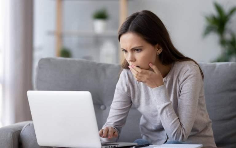 Mulher assiste a pornô gay e descobre que marido atuou no vídeo