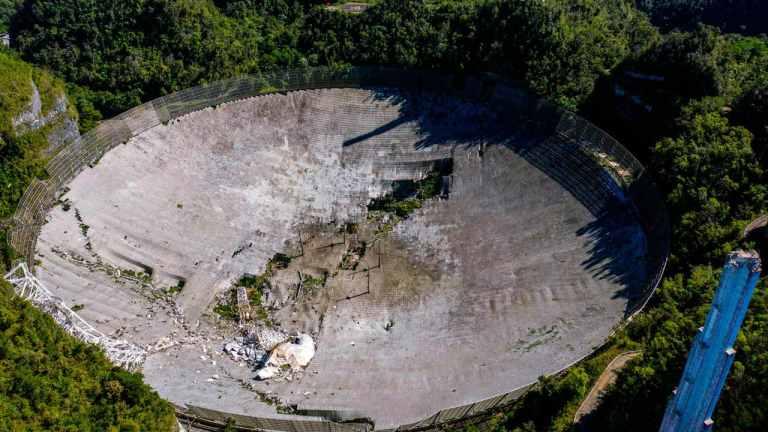Drone faz vídeo impressionante do telescópico Arecibo desabando completamente