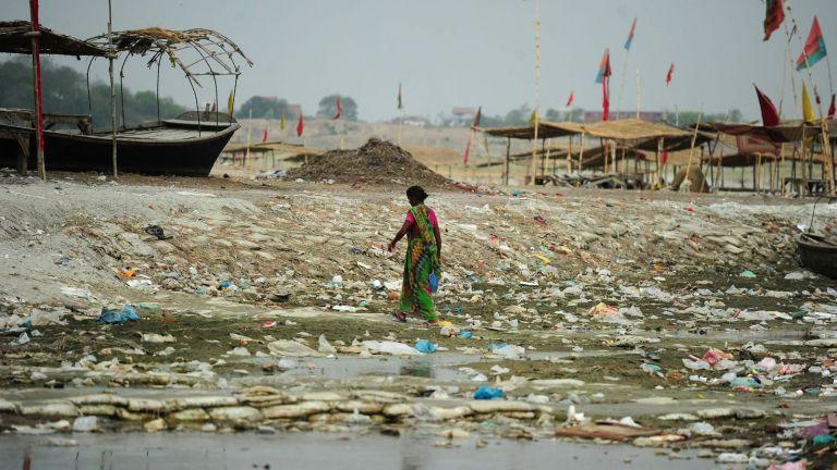 Resíduos de plástico viajam milhares de quilômetros em questão de meses