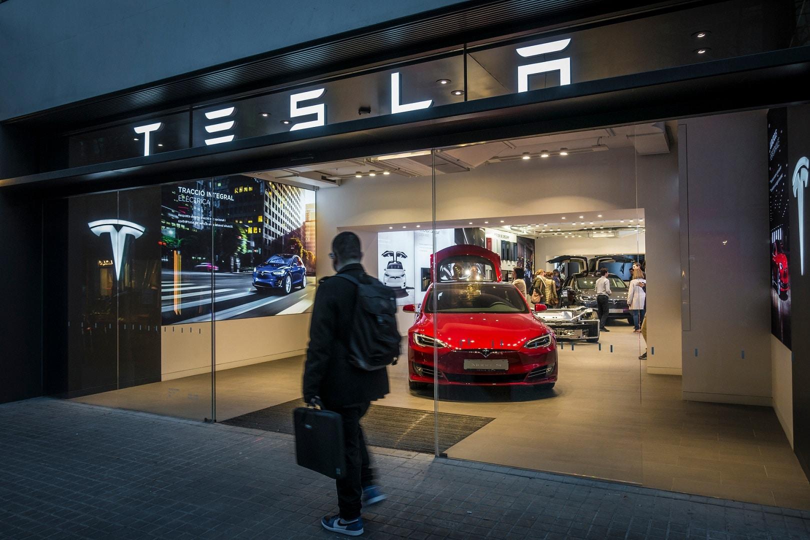 Tesla processa ex-funcionário por roubar arquivos confidencias