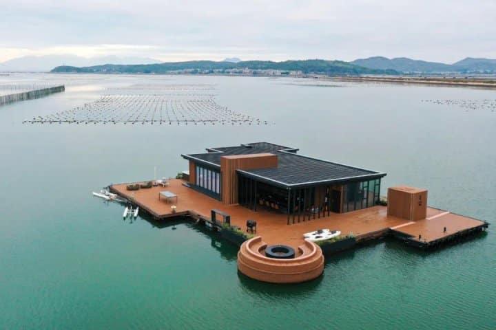 Empresário chinês constrói mansão flutuante