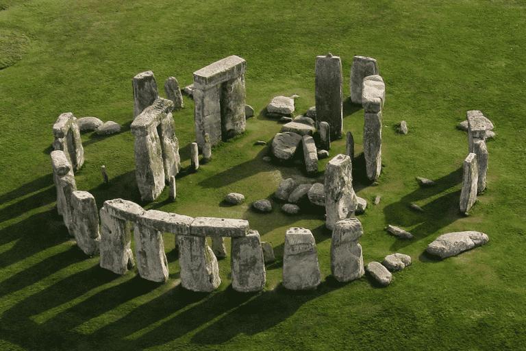Túmulos antigos e recinto estranho foram descobertos em Stonehenge