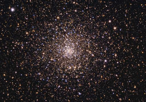 Astrônomos encontram interessante aglomerado de estrelas cheias de pequenos buracos negros