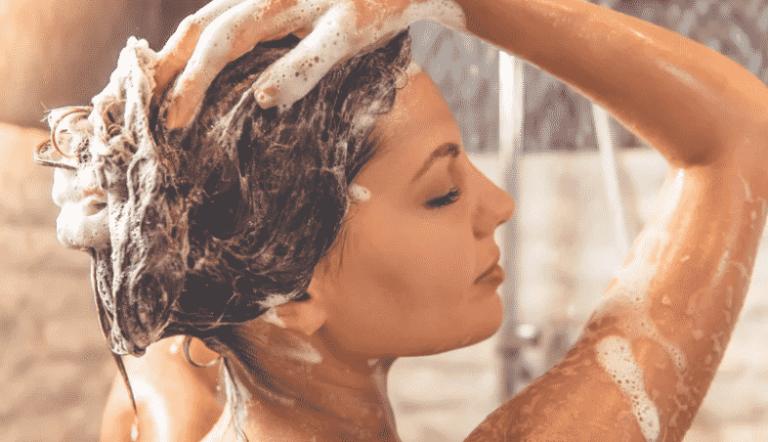 Essa é uma dica simples de fazer para evitar que o cabelo caia muito