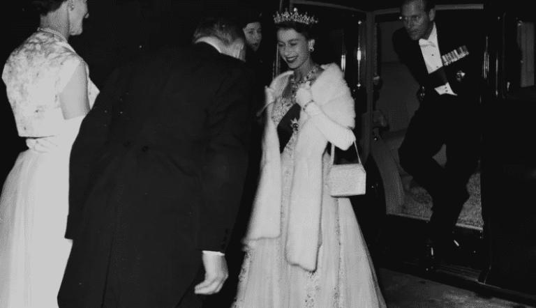 Fotos incríveis da coroação da Rainha Elizabeth II divulgadas depois de 67 anos