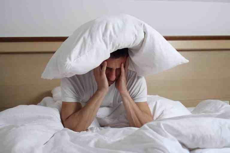 7 hábitos na hora de dormir que te fazem ganhar peso