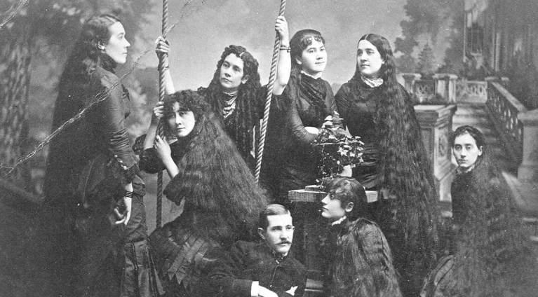 Como sete irmãs ganharam milhões com seus cabelos compridos