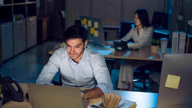 Relatório da OMS sugere que trabalhar longas horas oferece risco à vida