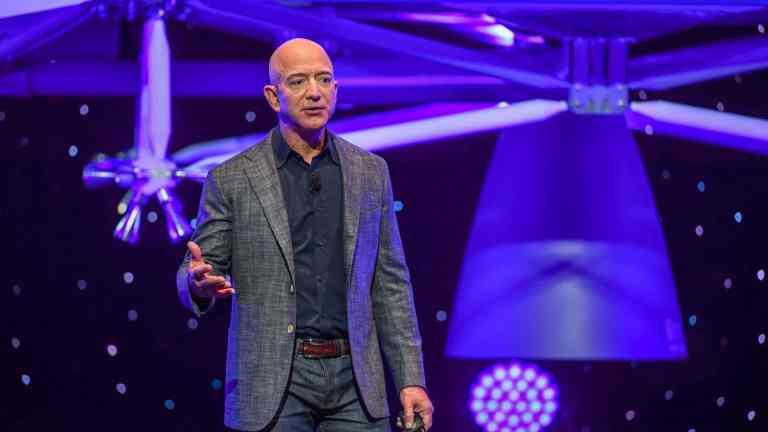 Jeff Bezos diz que vai para o espaço em aproximadamente um mês