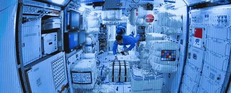 Astronautas entram na estação espacial da China pela primeira ver