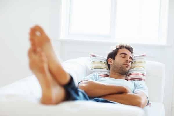 Esses benefícios vão te mostrar porque incluir uma soneca na sua rotina