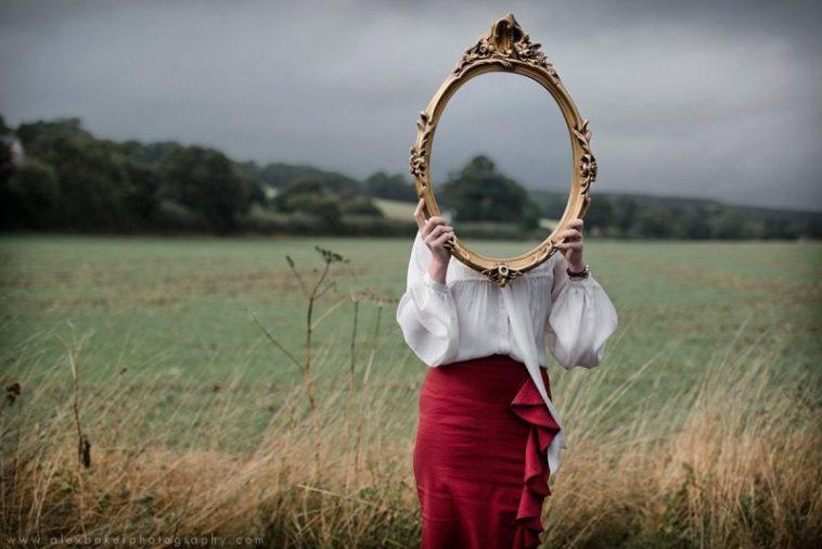 Estudo aponta que olhar no espelho causa ansiedade e depressão fatos e eventos (4)