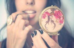 Estudo aponta que olhar no espelho causa ansiedade e depressão fatos e eventos (5)