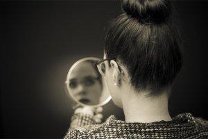 Estudo aponta que olhar no espelho causa ansiedade e depressão fatos e eventos (6)