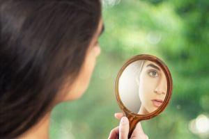 Estudo aponta que olhar no espelho causa ansiedade e depressão fatos e eventos (7)