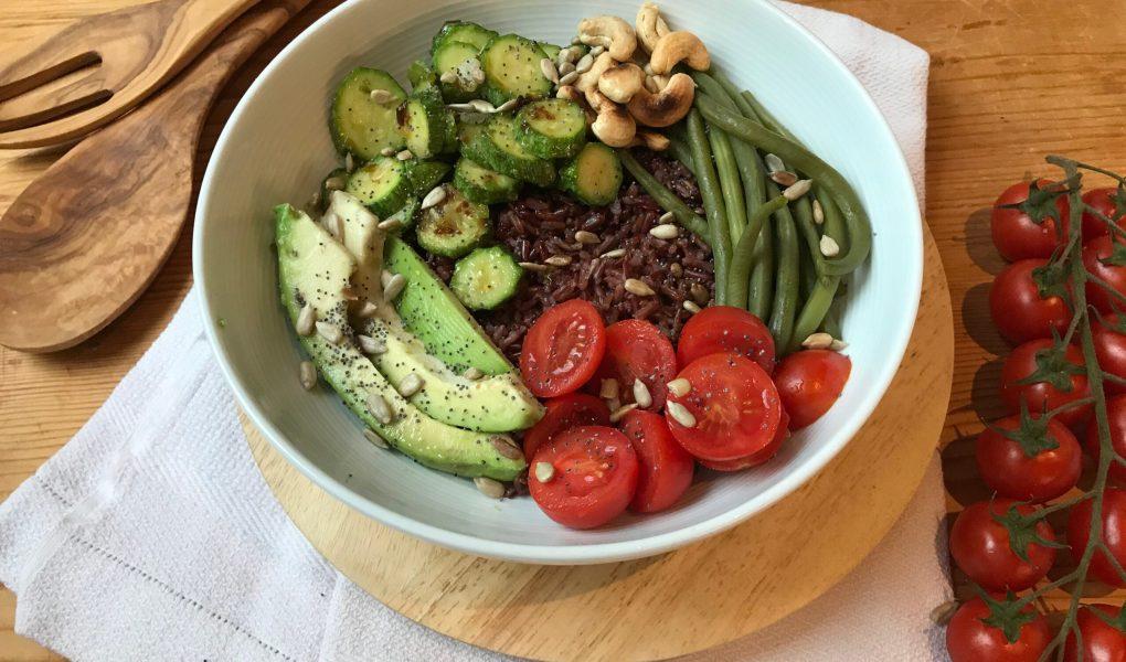 bowl al riso rosso e zucchine