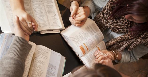 14091-praying-group-women-1200-630w-tn