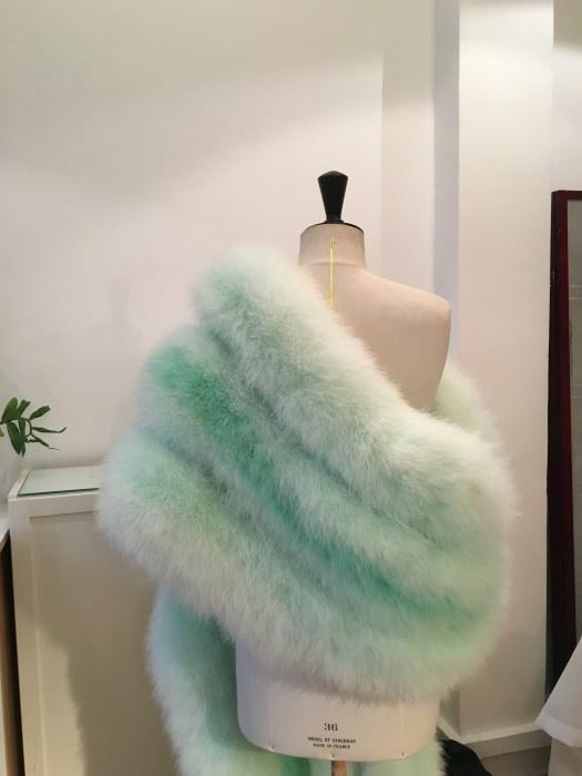 manteau et étole en plumes