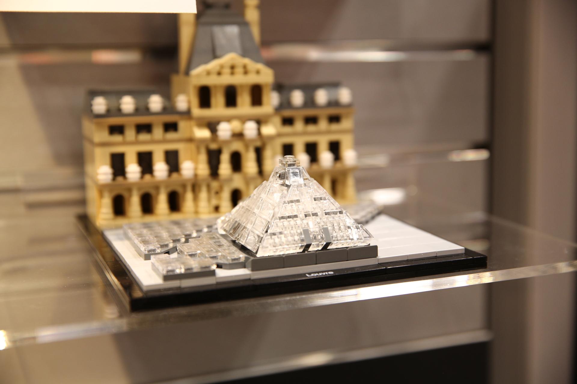 Lego Architecture 2015 | Toy Fair Report 2015 Lego Architecture 21024 The Louvre Fbtb