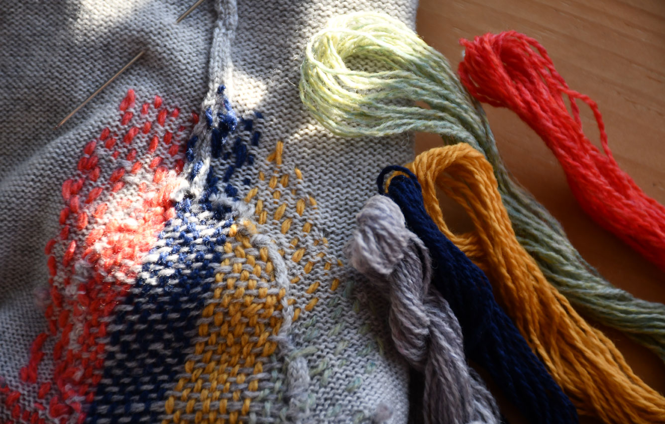 Darn with coloured wools