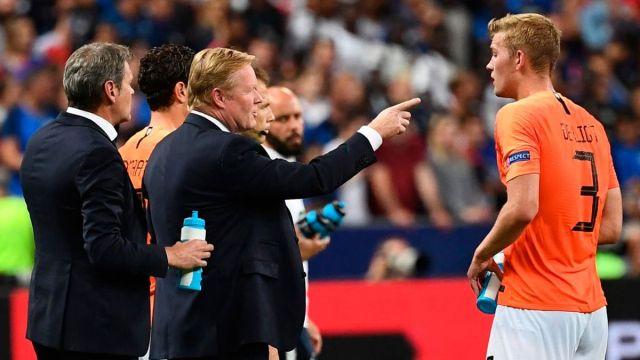 Koeman defiende a De Ligt recordando su paso por el Barça