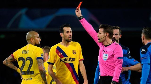 Busquets and Arturo Vidal, suspended, will not play the Barça-Napoli