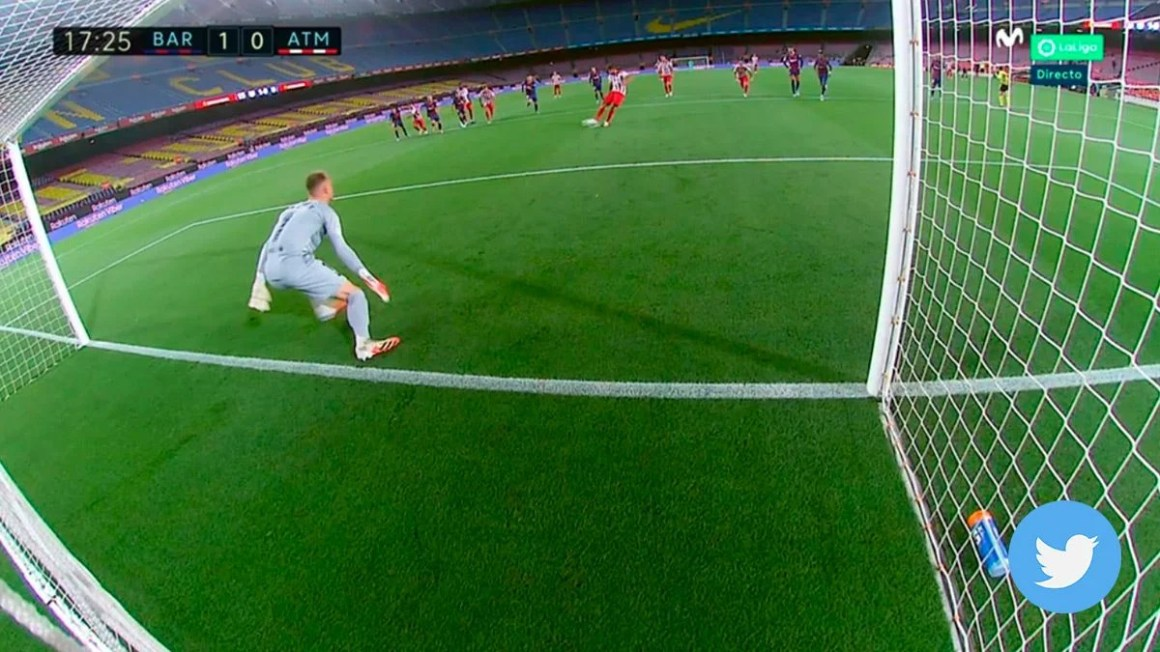Controversy served: The VAR commanded to repeat a penalti and Saúl ...
