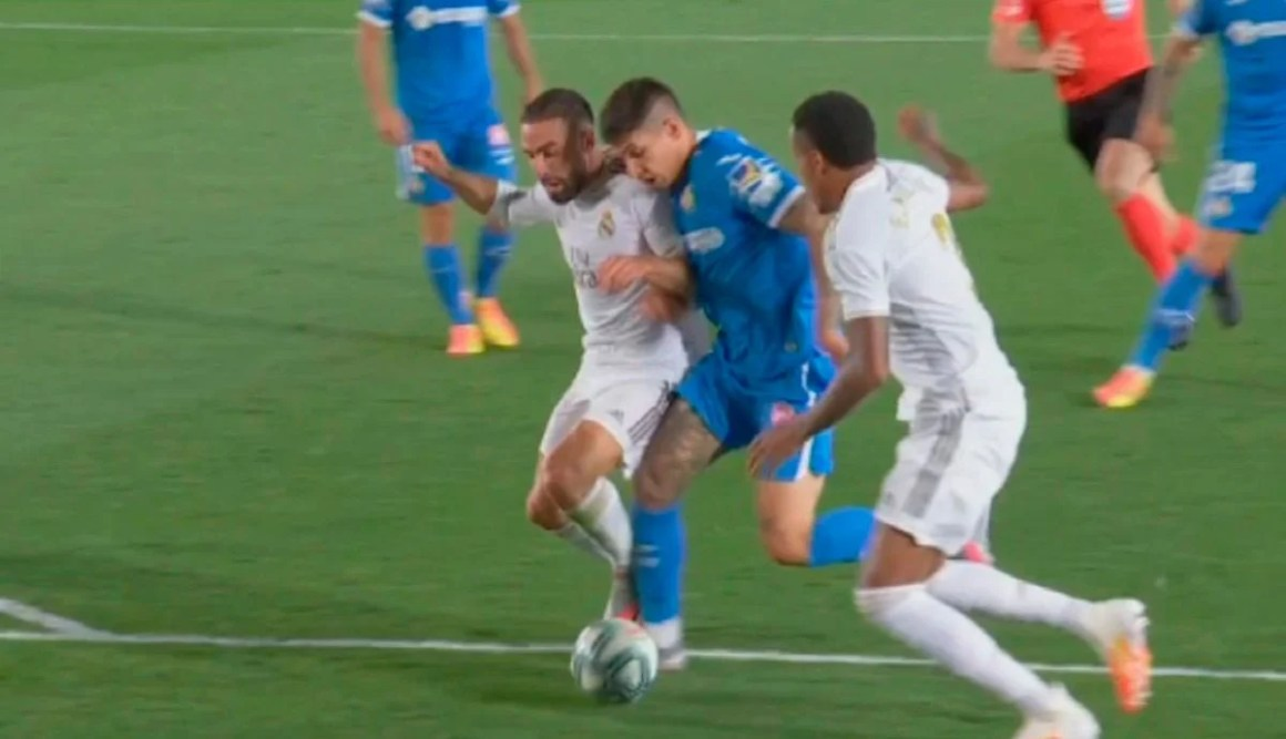 Another gift to Madrid: clear penalty from Carvajal to Oliveira ...