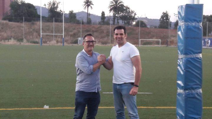 Jaume Capel (a l'esquerra) nou president de l'Associació de Veterans Rugby Barça amb el president sortint Paco Peña (dreta)