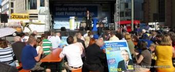 Interessierte Zuhöhrer beider Rede von Christian Lindner