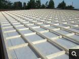 Fase di montaggio tetto in legno ventilato