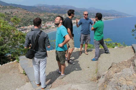 rom left to right: student director Lorenzo Caproni (Centro Sperimentale di Cinematografia), cinematography supervisor Stefano Usberghi, guest cinematographer Krum Rodriguez, directing supervisor Geert Genbrugge (NARAFI-LUCA School of Arts) and Artistic Director Vincenzo Condorelli (AIC) during a location scouting at the Castle of S. Alessio.