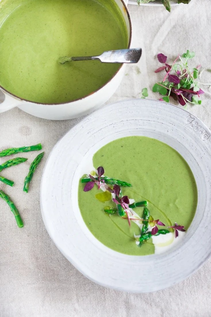 Spring Asparagus Soup with fennel. Simple and soon tasty! | www.feastingathome.com