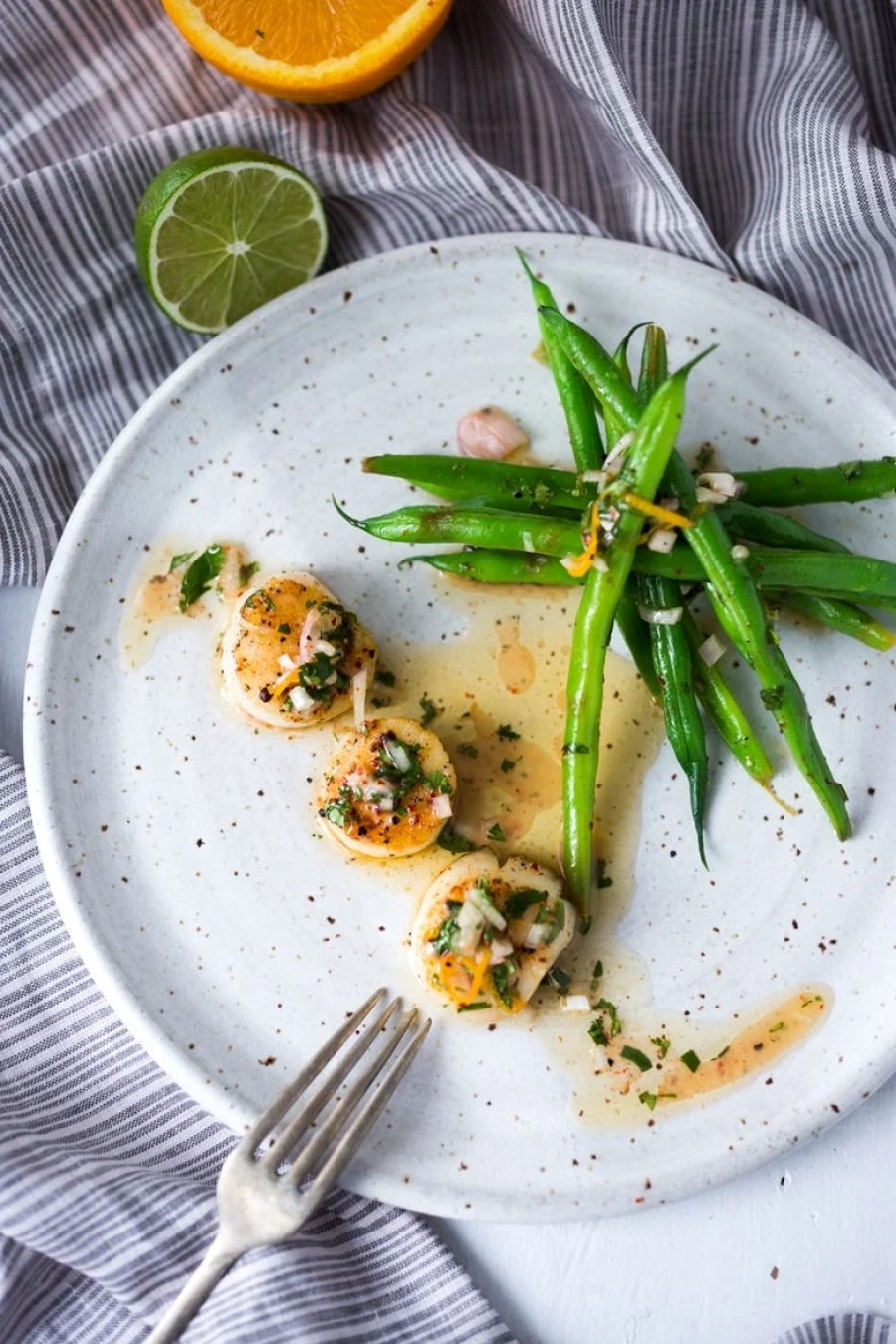 Seared Scallops with Orange-Lime Dressing served with green beans - a light and healthy meal that can be made in 20 minutes! | www.feastingathome.com