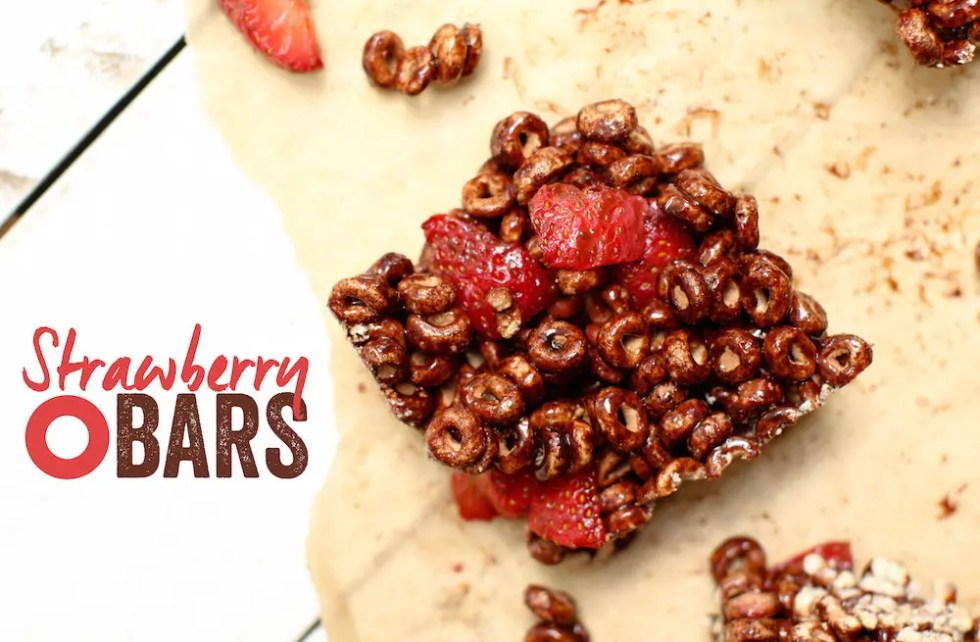 Strawberry O Bars - FeastingonFruit.com