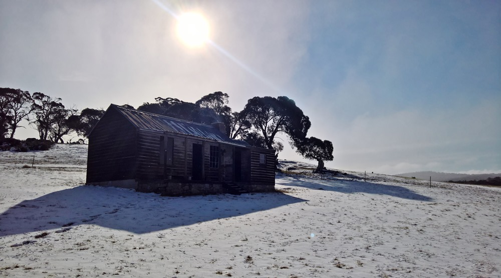 davies hut in the snowy mountains