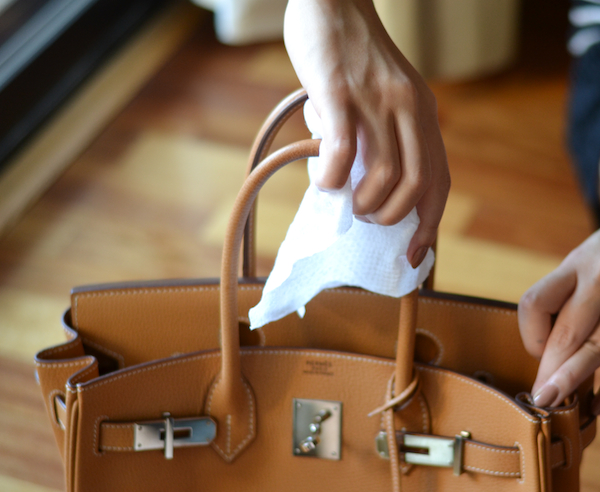 Cleaning Leather: Care Tips for Shoes and Handbags
