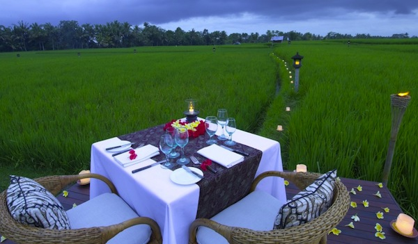Image Gallery 1 The Chedi Club Ubud - Dining_Rice Field Private Dining_v-1 - RICE PADDY ROMANTIC DINNER